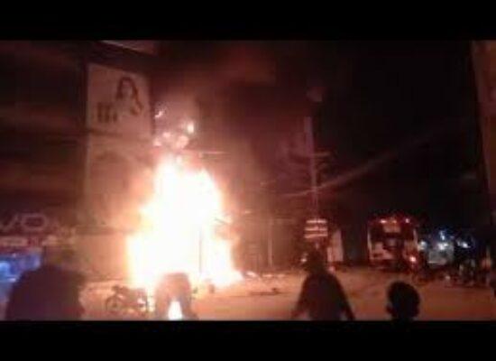 Fire errupts at Mobile Market in Sukkur, heavy damages